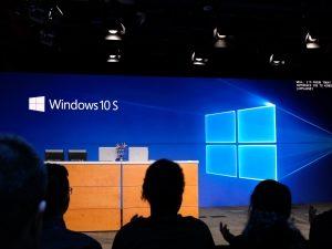 Windows 10 S отказывается от командной строки